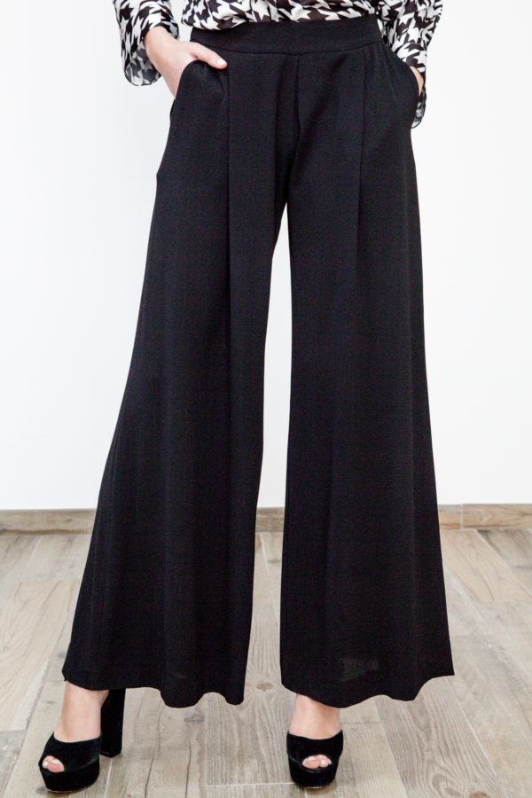 Trousers skirt effect